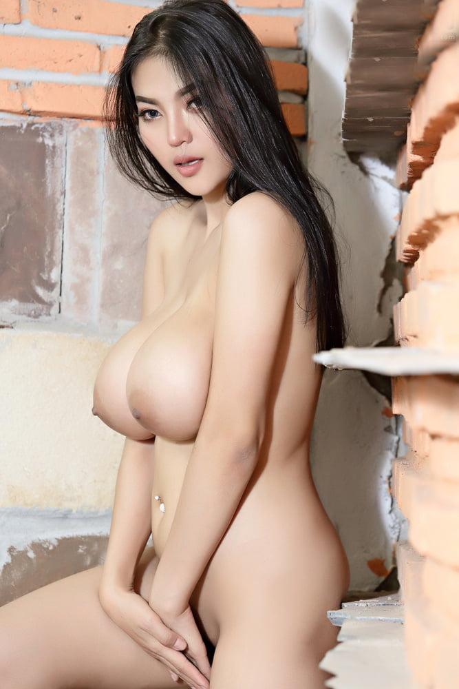 Pitta nude
