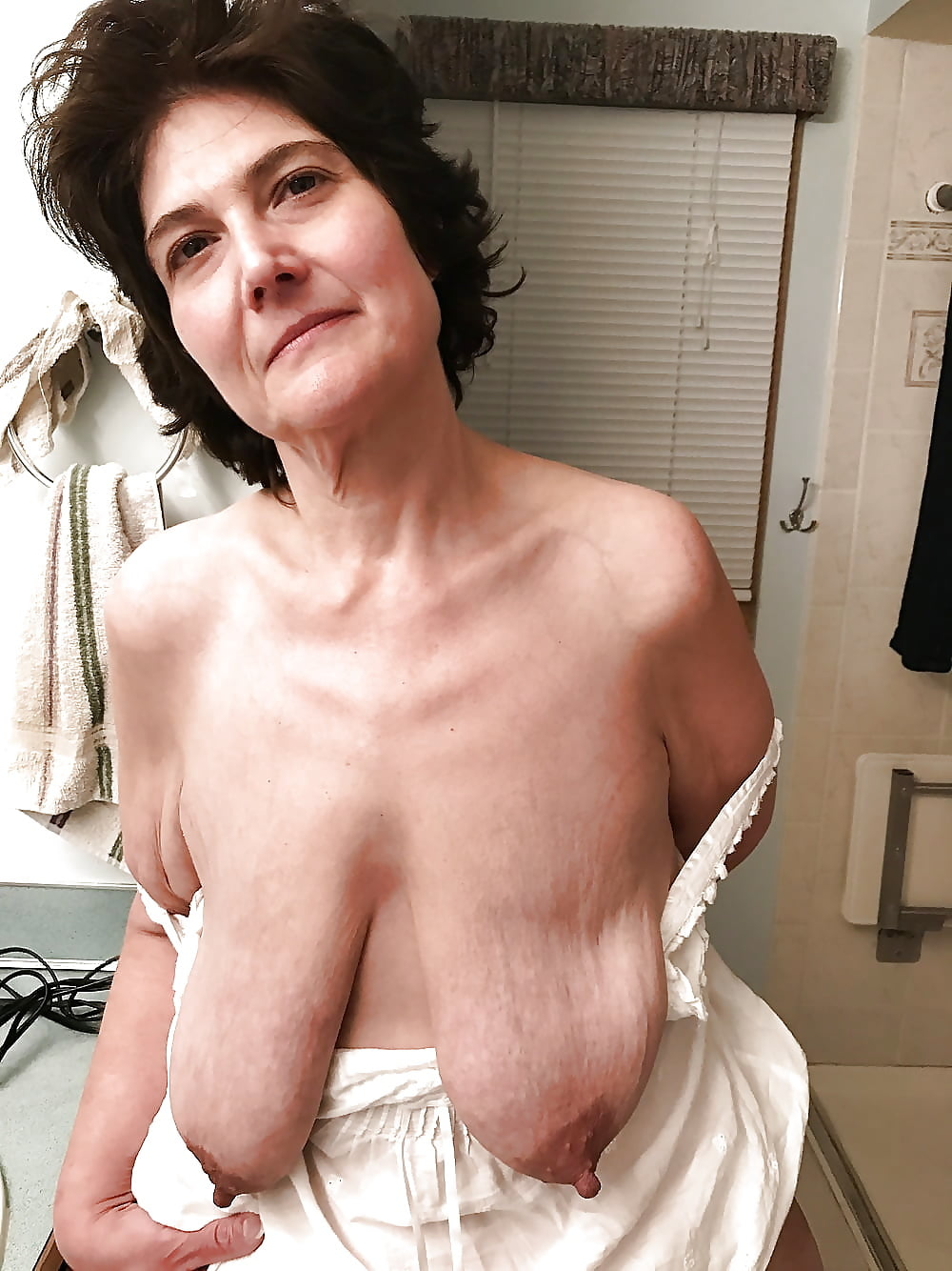big-tits-long-wrinkly-tits-being-sucked-junior-girls