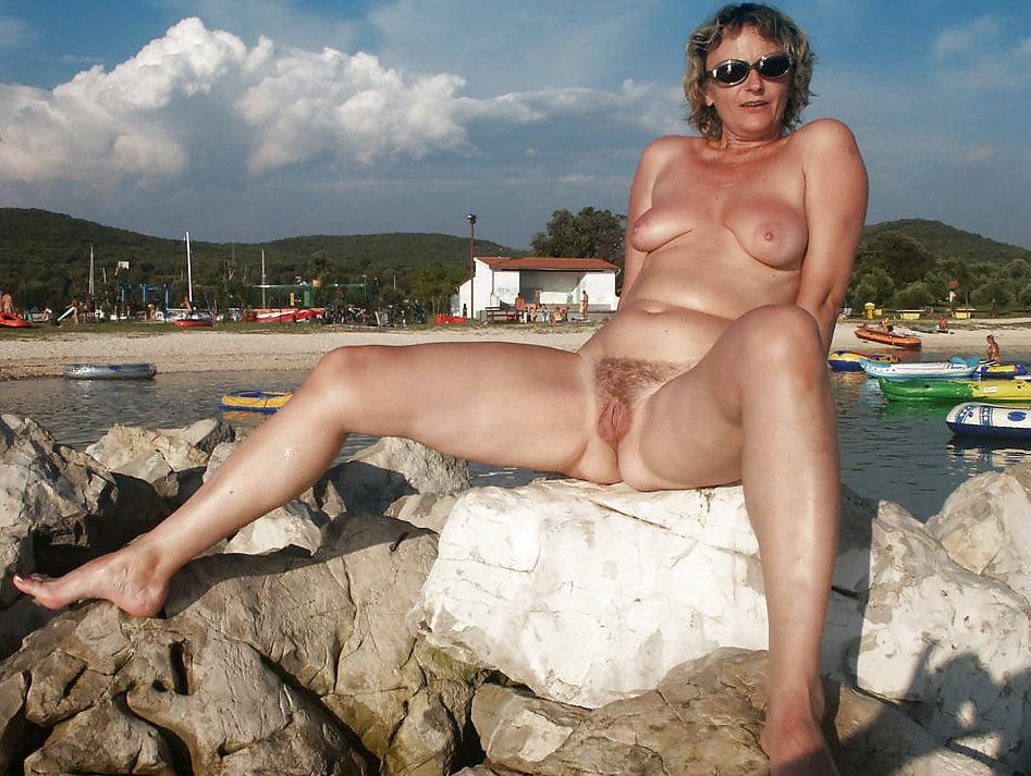 grandma-splits-sex-nudity