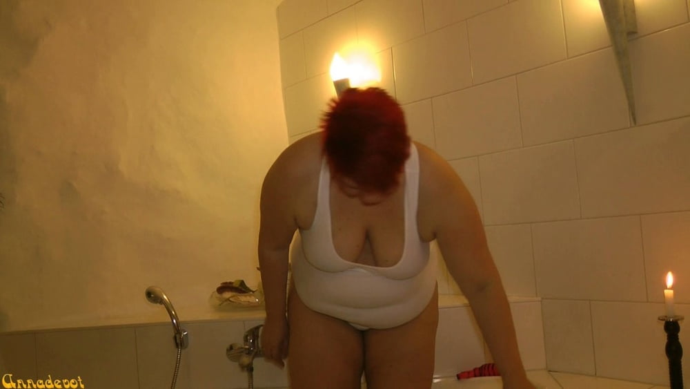 In the white SWIMSUIT in WHIRLPOOL - 15 Pics