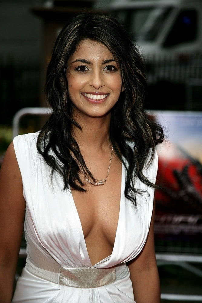 Konnie huq naked and rude — photo 15