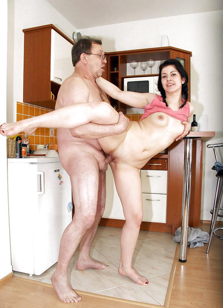 Трахнул пухленькую на кухне