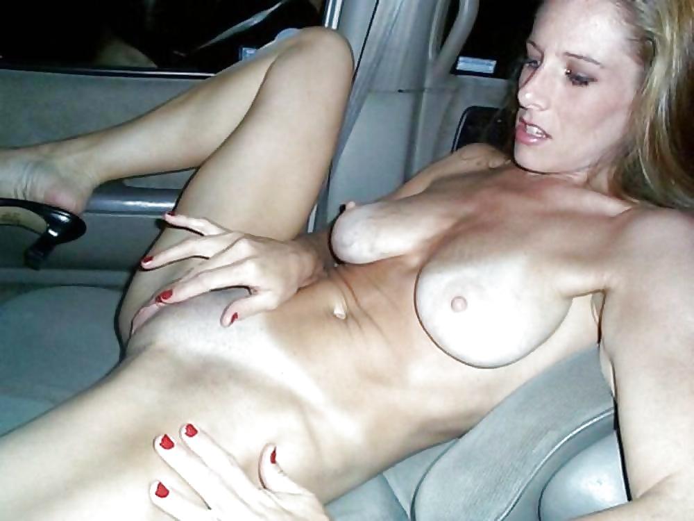 femdom-white-amateur-wife-naked-car