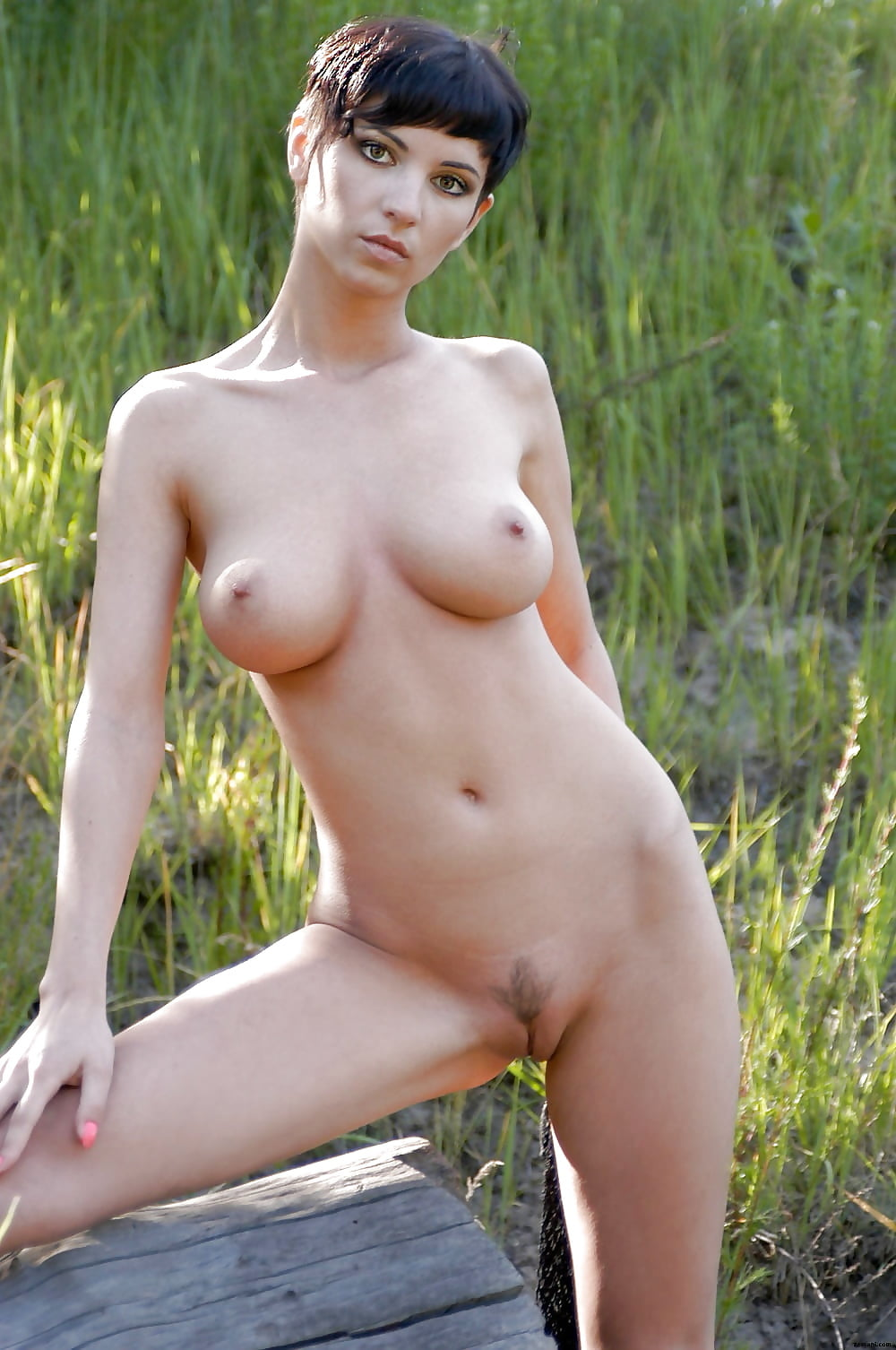 Short haired blonde woman nude — pic 13