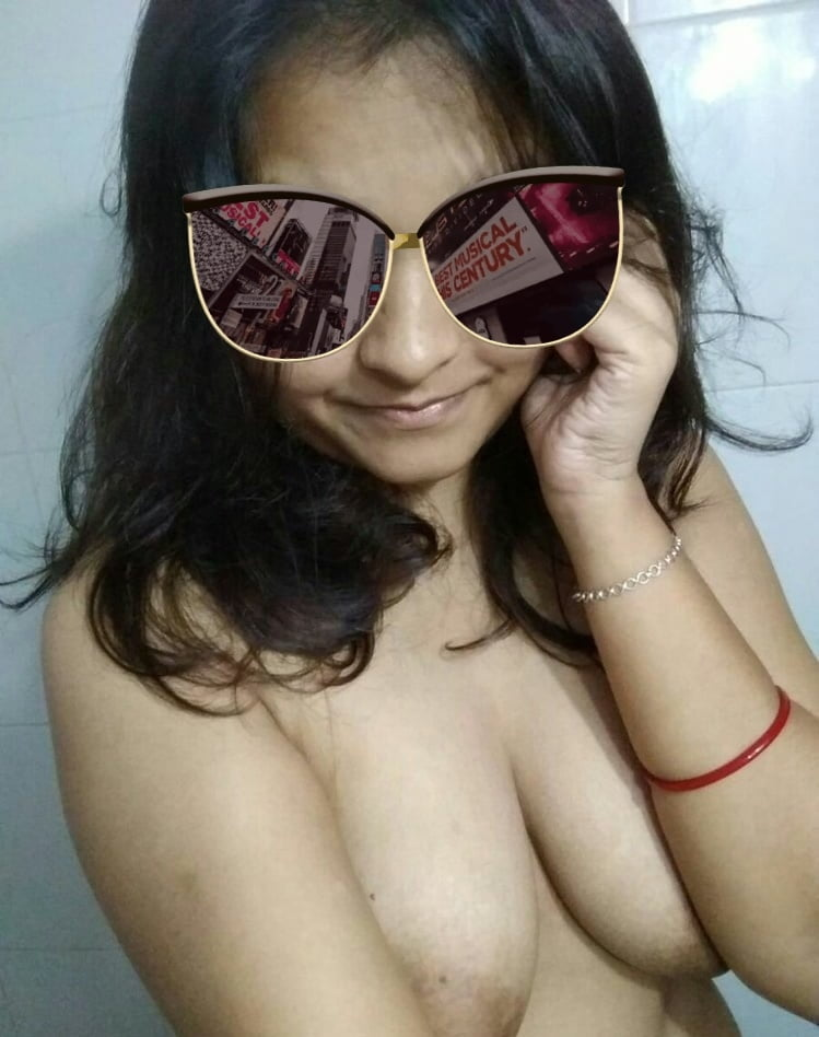 Selfy shoot Indian girl Ritisha - 10 Pics