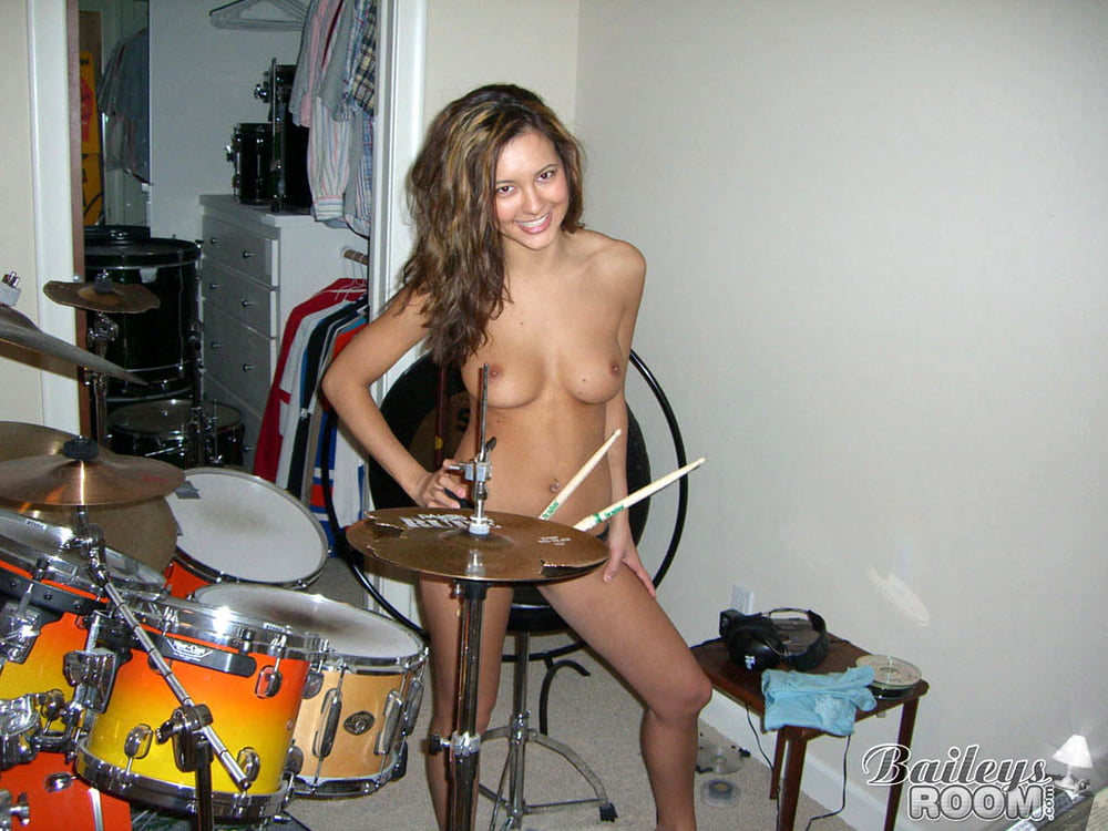 Naked chicks playing the acoustic pictures, pussy masturbation tumblr