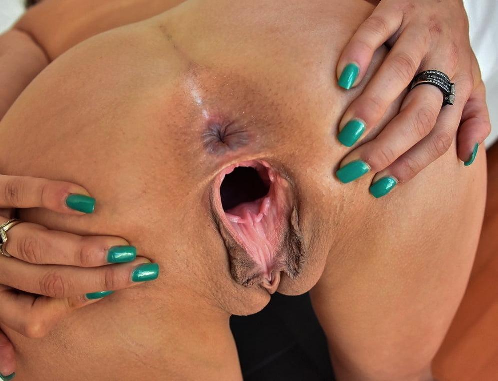 Closeup cunts insertion and deepthroat gape free porn