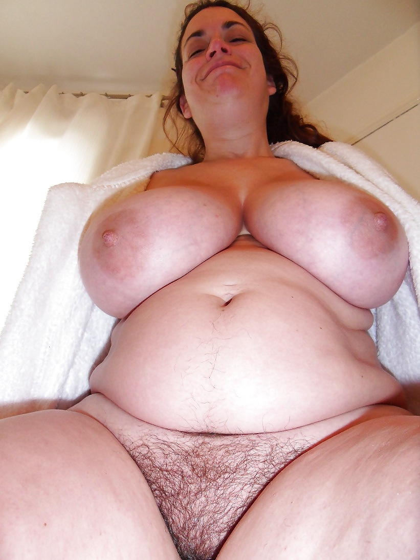 Big fat pussy hanging, spying on my naked sister