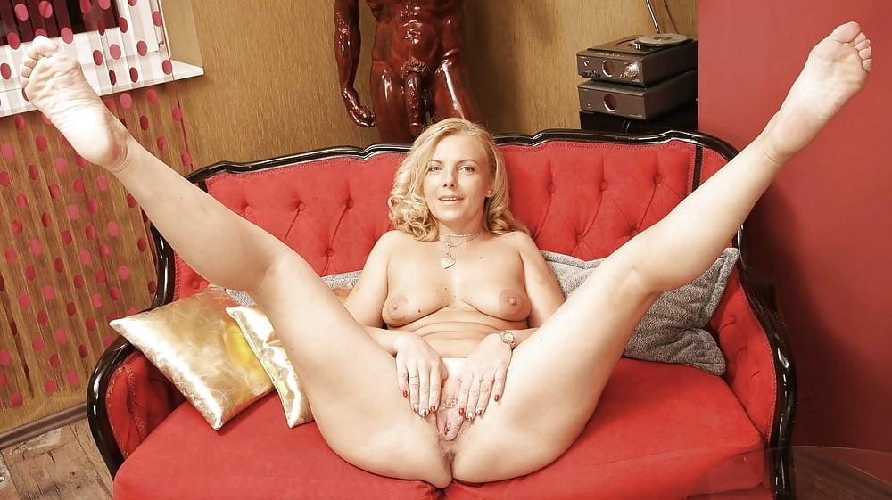 mature-models-pussy-legs-lick
