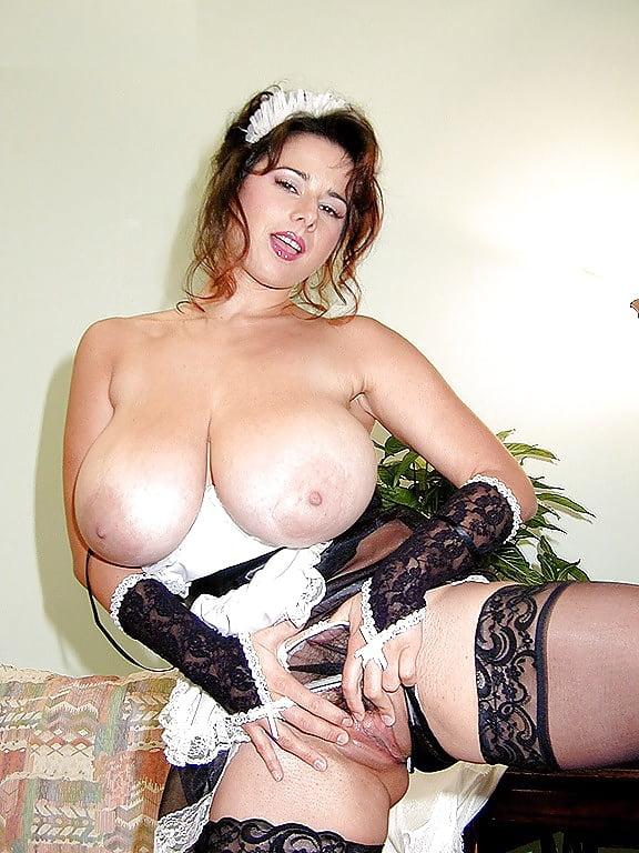 Порно домохозяйки самые большие груди