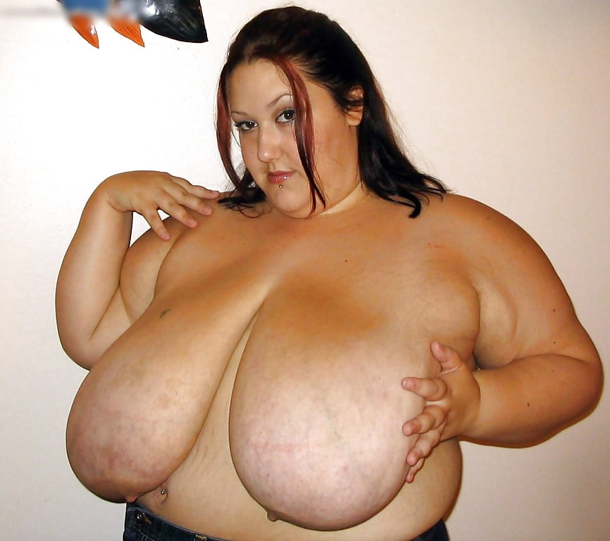 Про толстых баб с большой грудью одна дома видео
