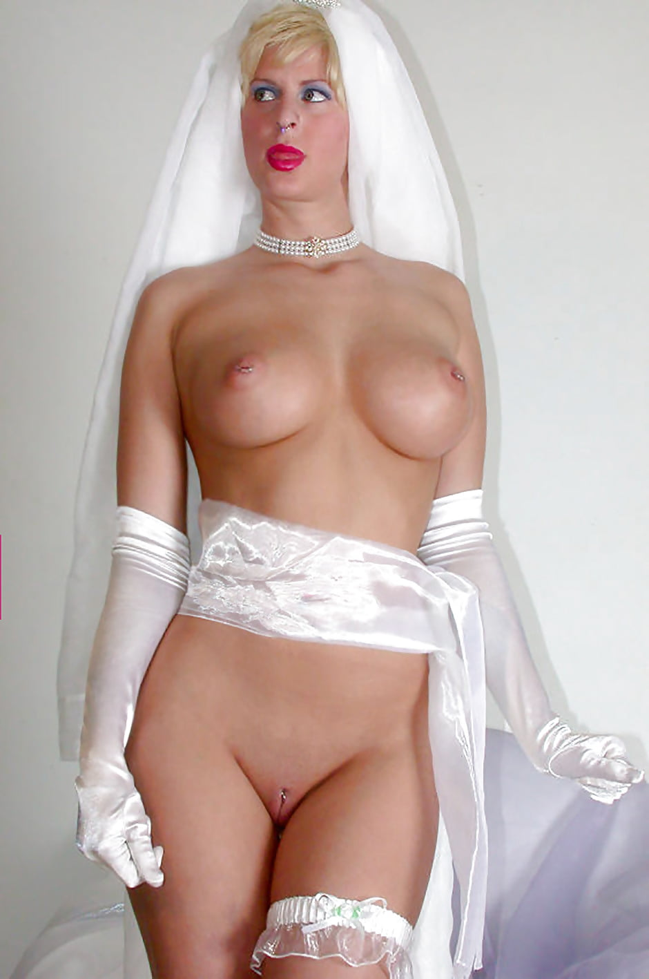 Brides nude bustia photos 3