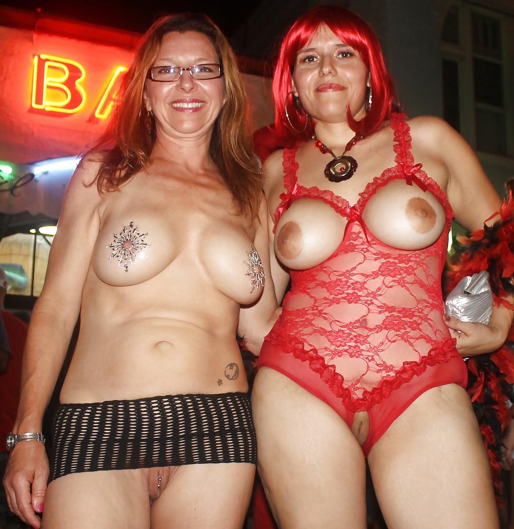 blonde-fantasy-fest-girls-naked-party