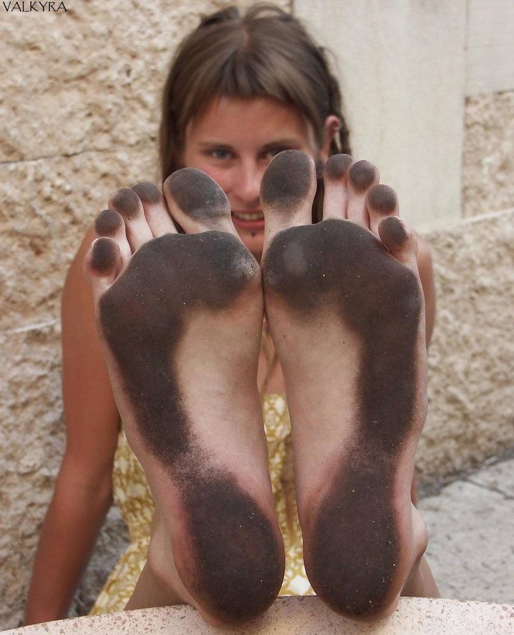 Девушки с грязными ногами, русское порно массажный салон