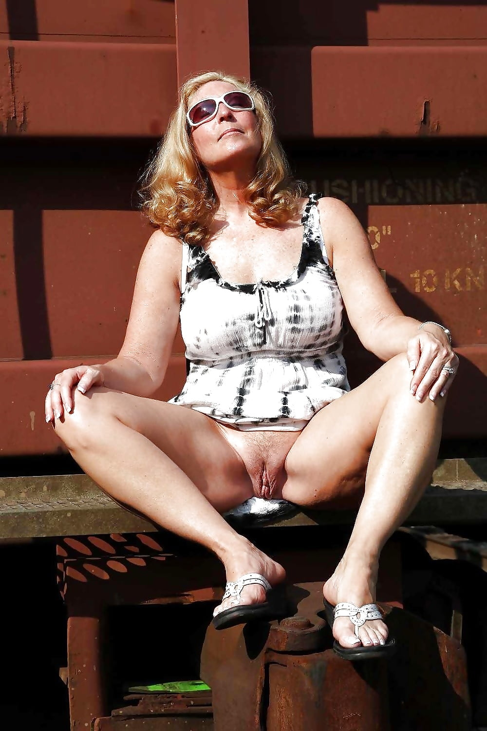 Mature Woman Pussy Upskirt On All Fours Outdoors Nude Girls Pictures