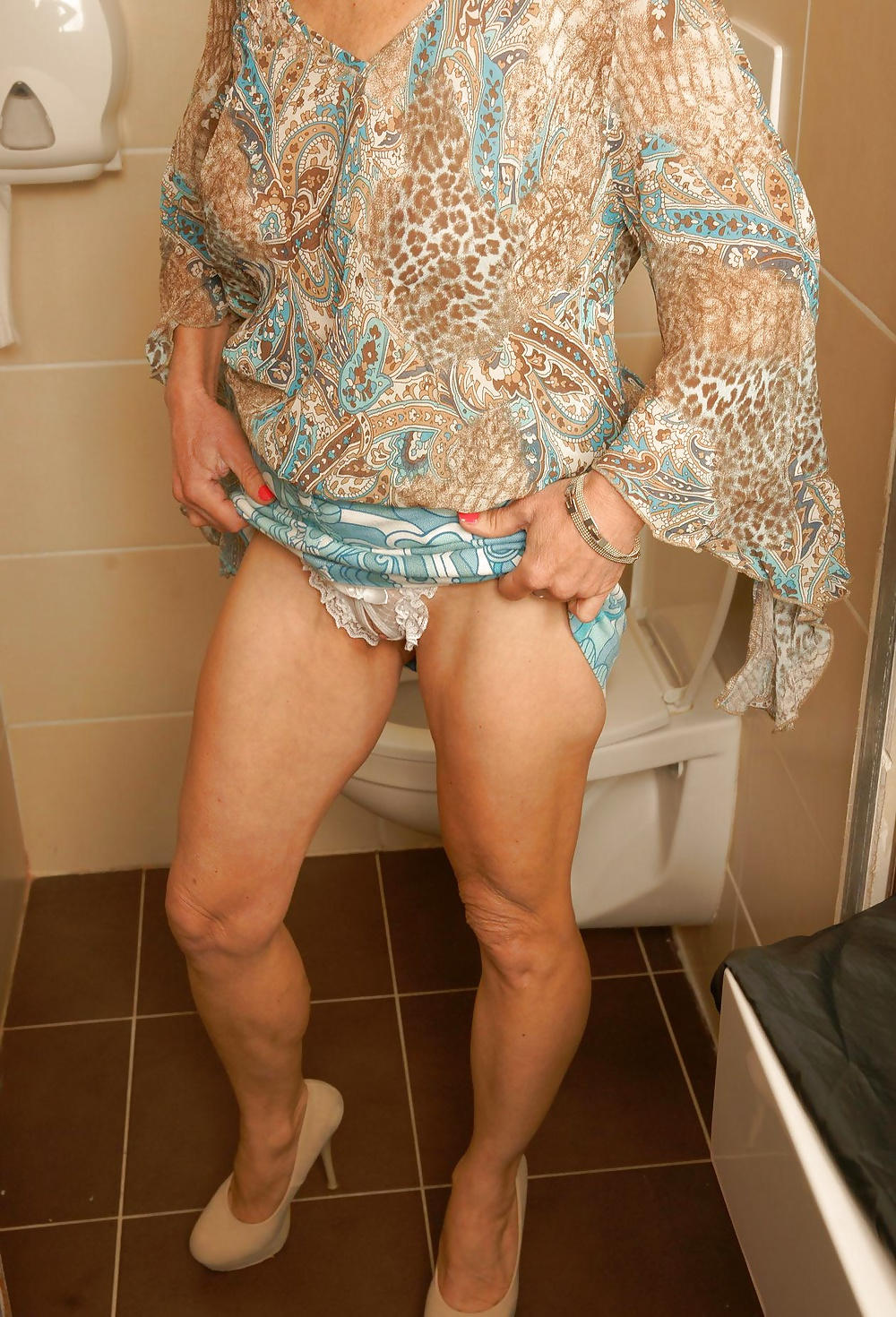 glory Wife holes at