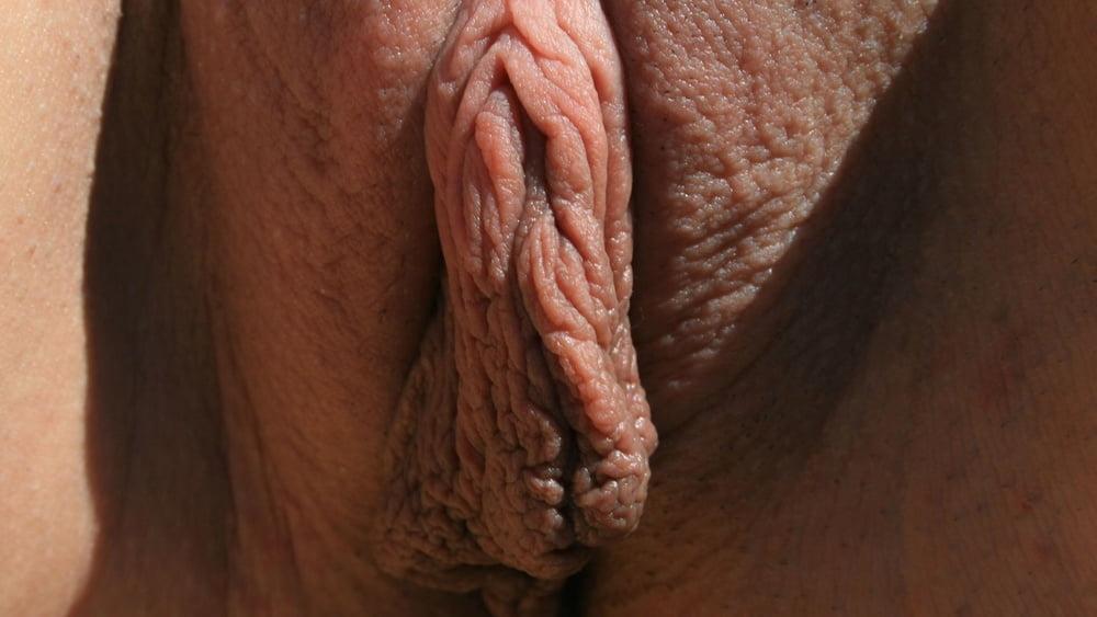 Смотреть большие малые половые губы у девушек — 10