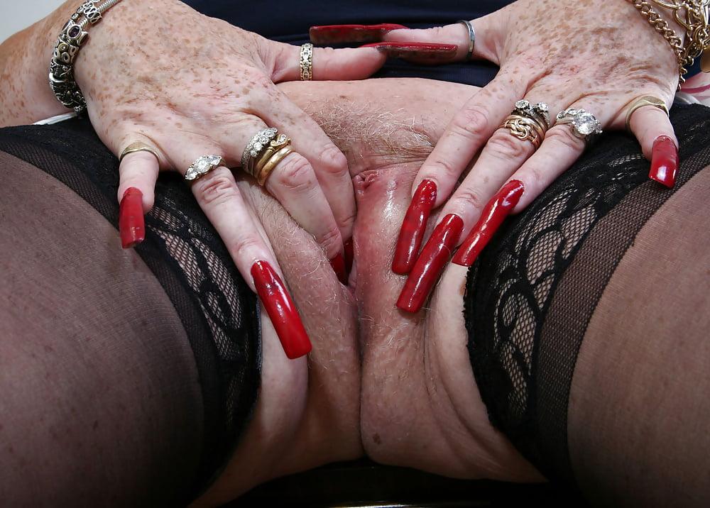 групповая порнуха с девицами с длинными красными ногтями - 10