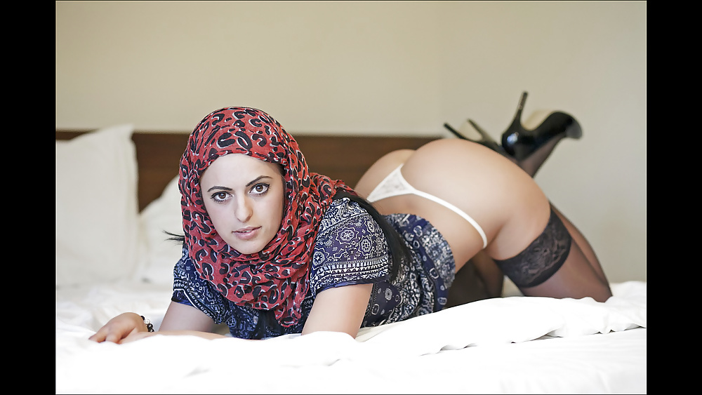Arab girls making sexy