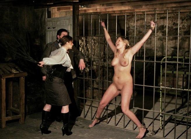женщины в тюрьмах бдсм видео кэрри уходит
