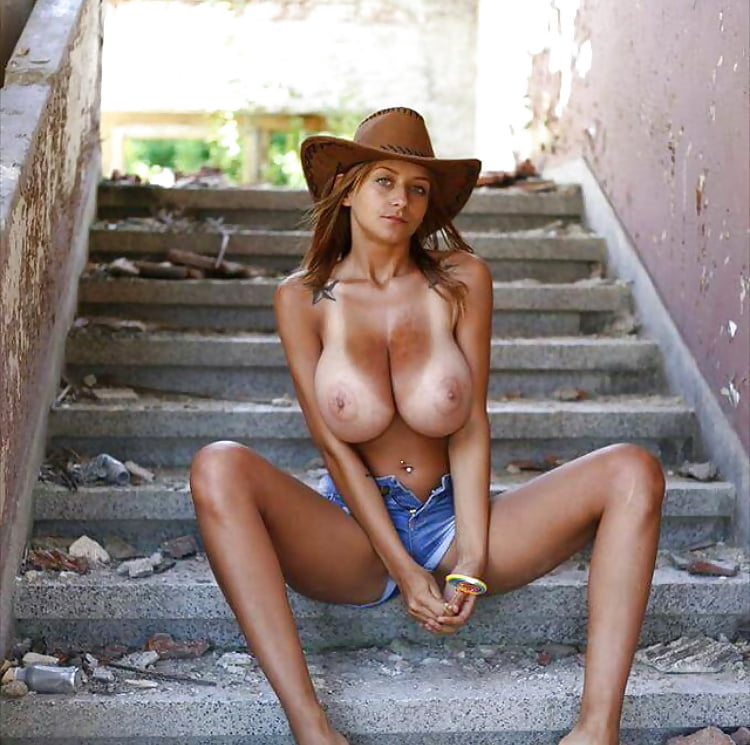 nude-western-girls-having-big-boobs