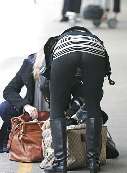 Lindsay lohan covers butt in lohan way, explains arabic post