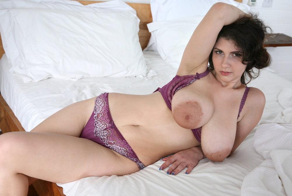 Busty Bra Porn Pics
