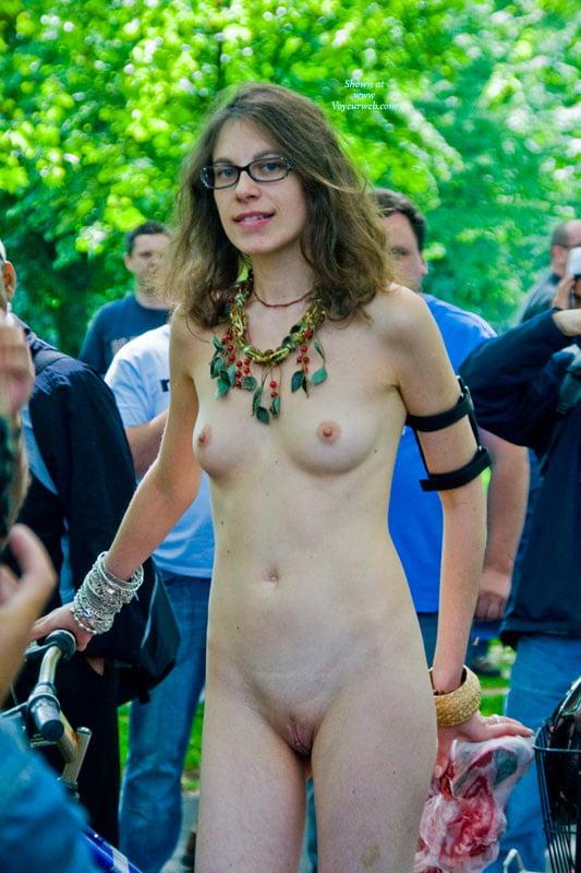 london-girls-naked-images-naked-emo-bikini-girl-gif