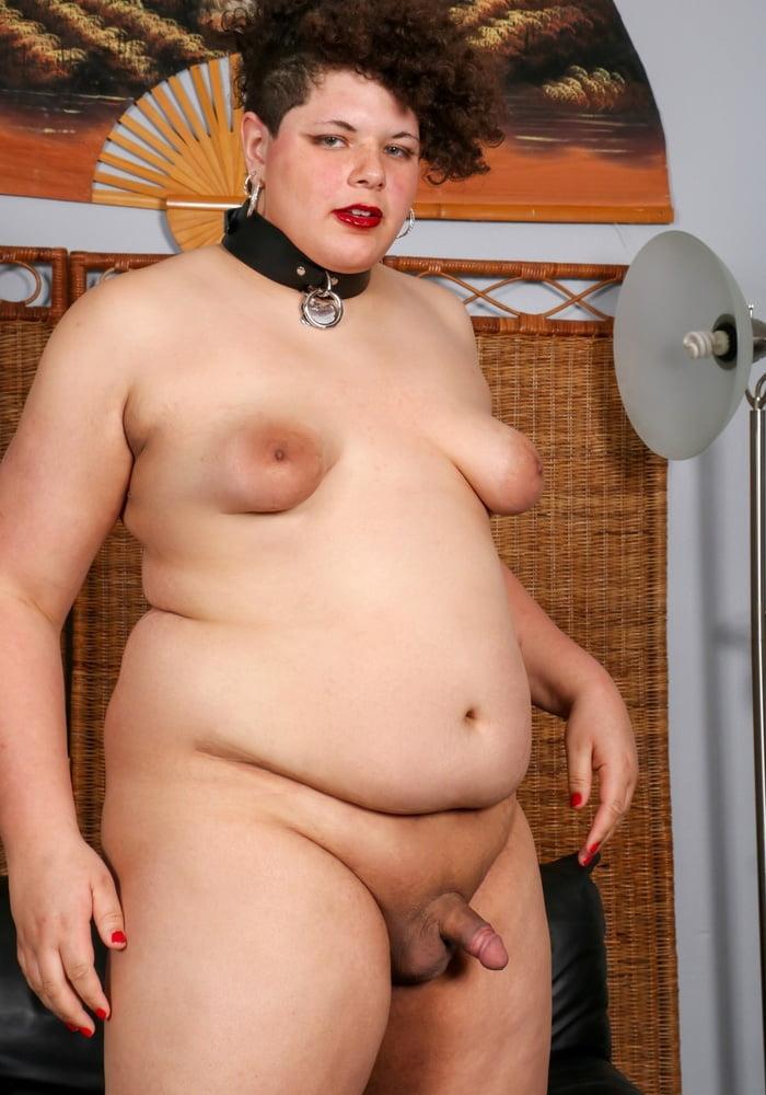 Selena gomez showing her nipples