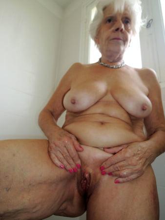 Oma nacktbilder Free Granny
