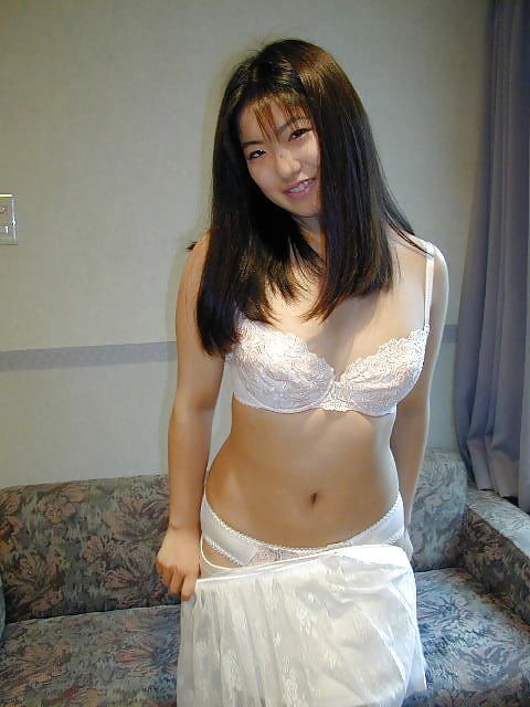 Japanese girl uses toy-4615