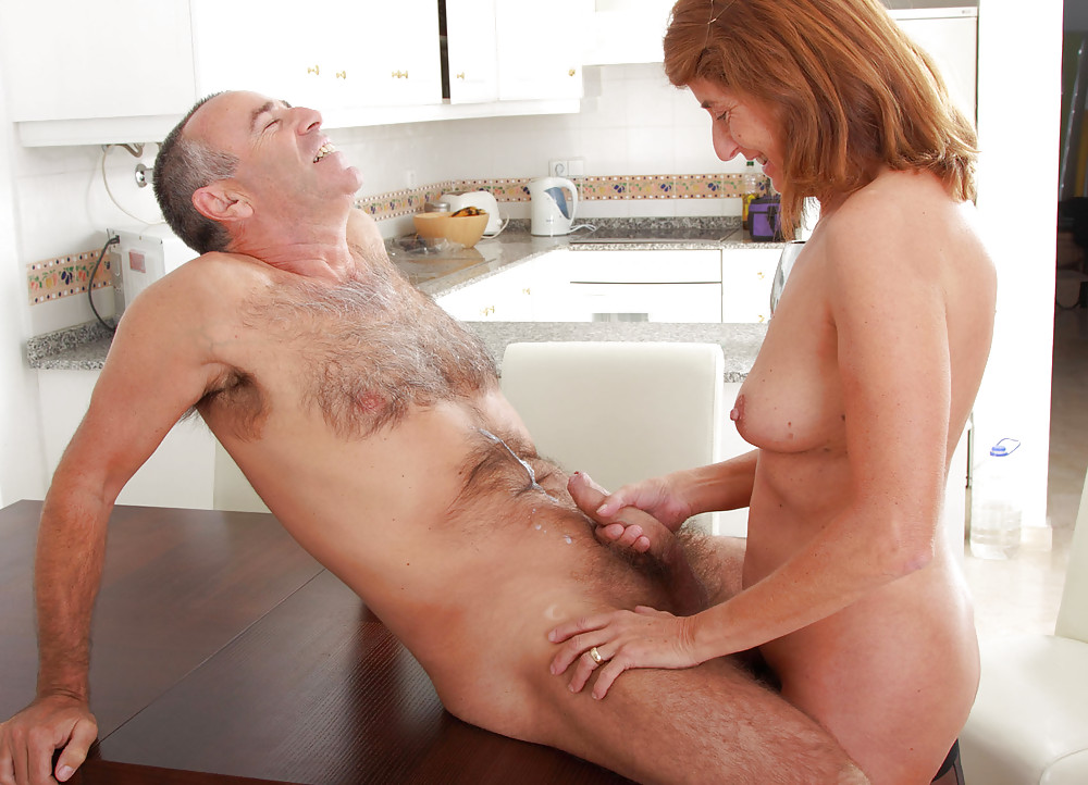 older-women-couples-fucking-younger-women-huddy-fake
