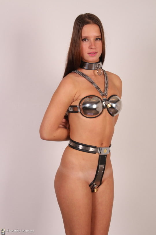 All your questions about female chastity belt play