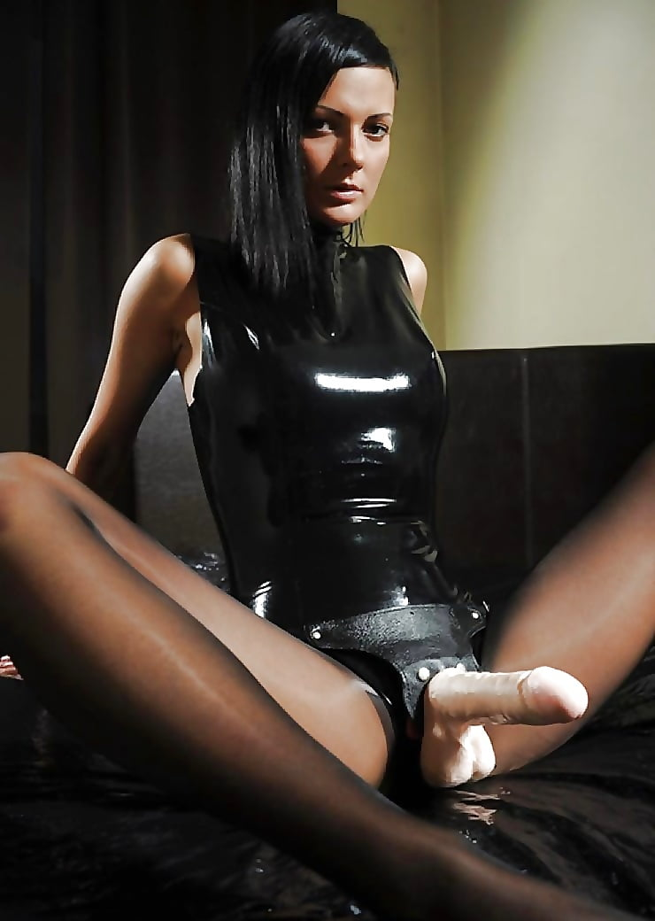 Фото госпожа страпон кожа