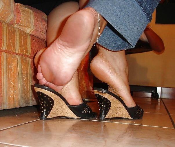 Лизать грязные ножки женщин фото, порно с тещей в стрингах
