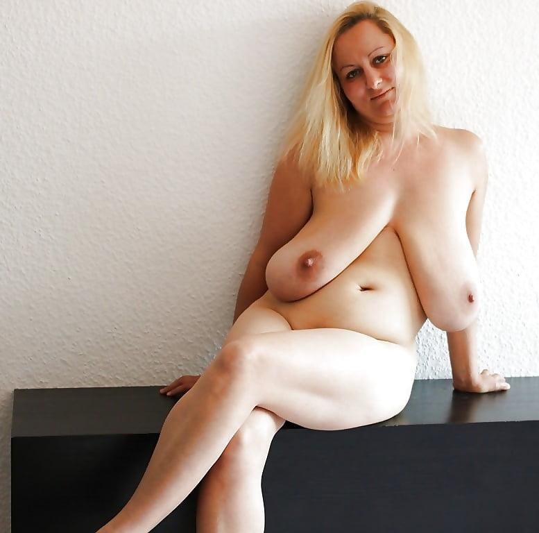 Совратила парня голые девушки с большими обвисшими сиськами-фото рабстве сестер порнуха