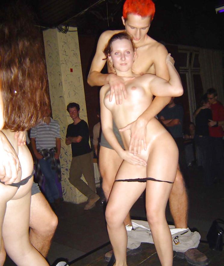 Четверо очень пьяных шлюх танцуют голые и дерутся #3