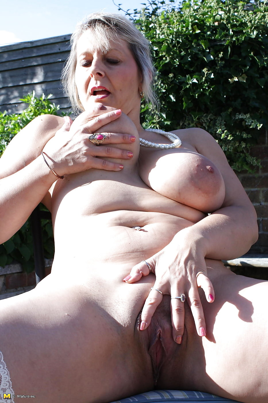 Free pictures of older mature women-1256