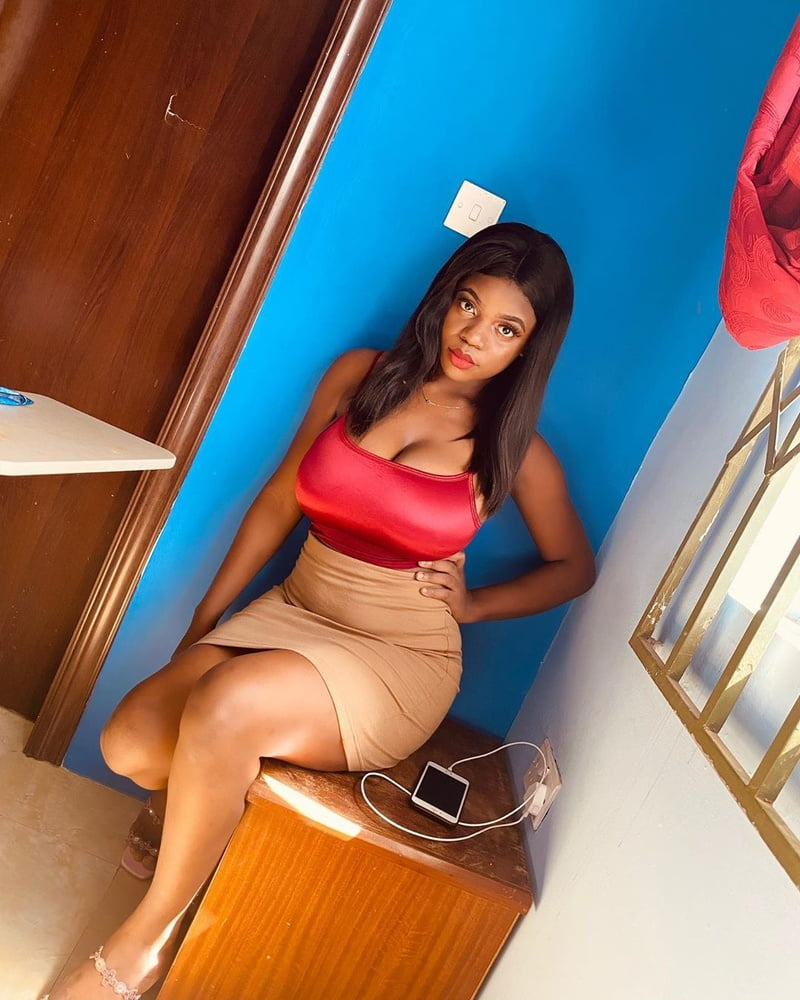 Busty woman 1254 - 15 Pics