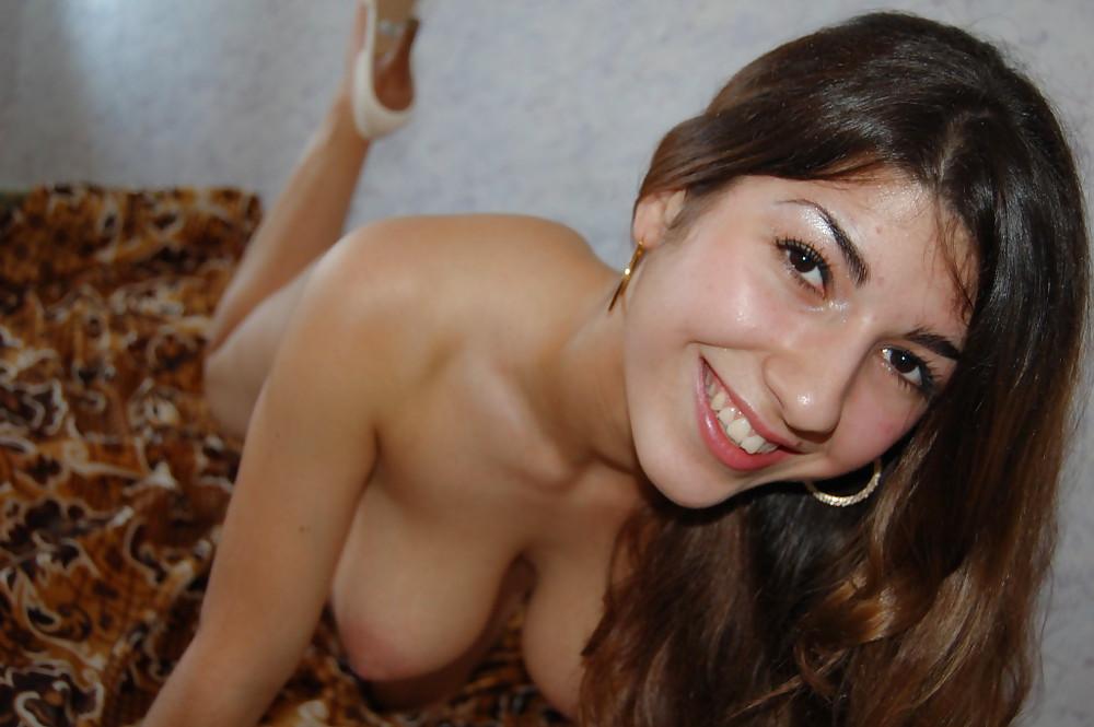 Фото фото голых армянок дома милая