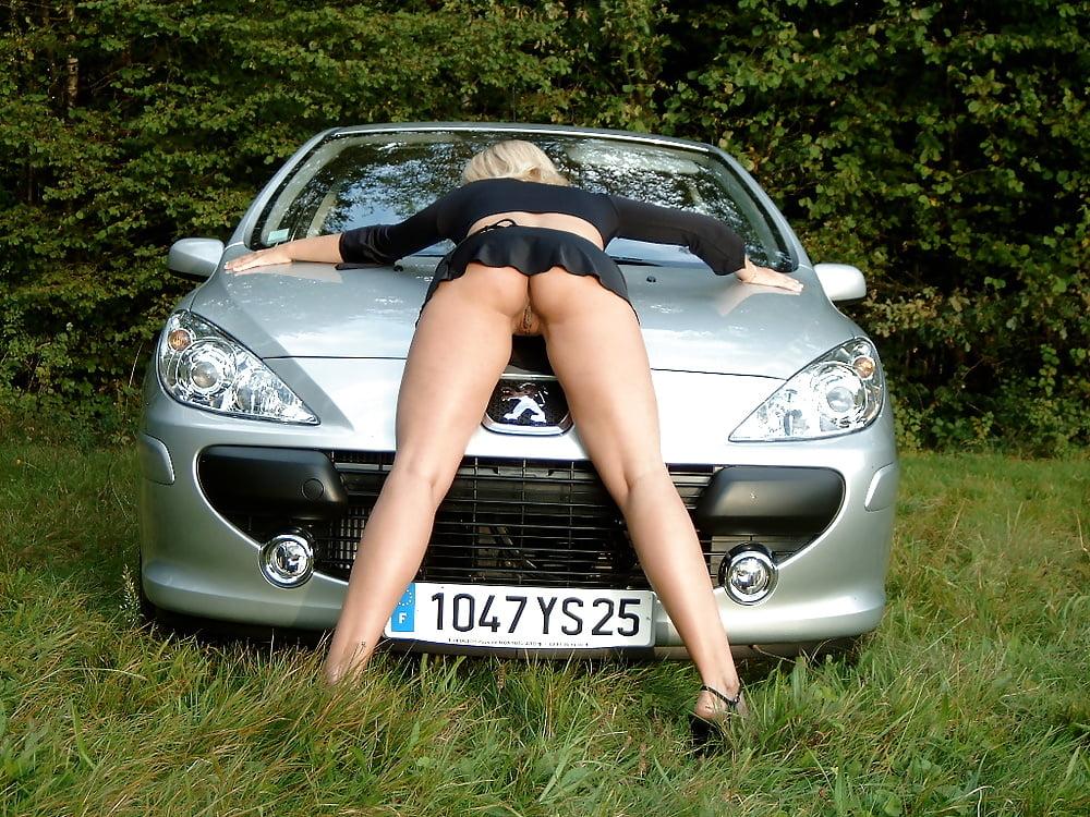 Девушка в лесу у автомобиля порнофото, смотреть порно с кэтлин уайт