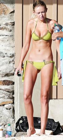 Hots Paulina Gretsky Nude Gif