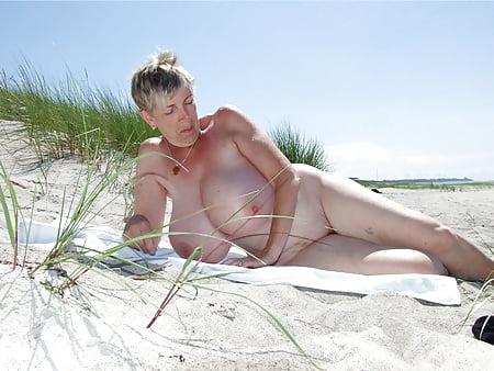boobsy aka greta guugili nudist granny outdoor