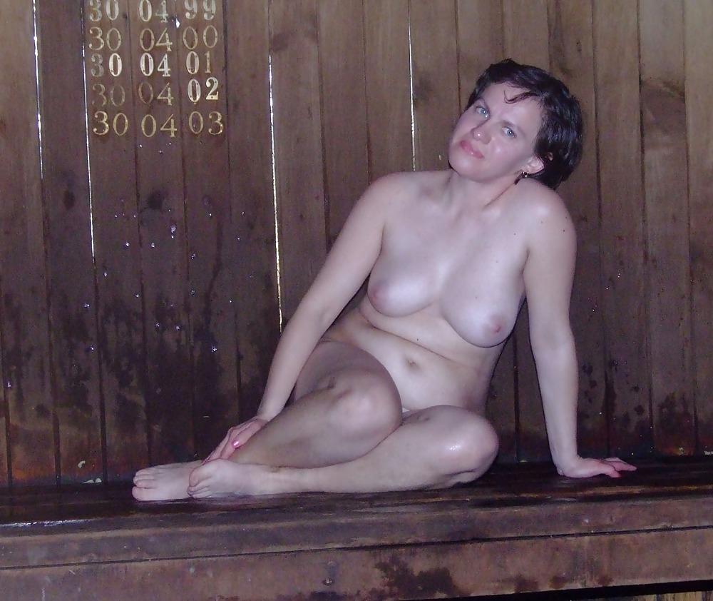 golie-finni-moyutsya-porno-soblaznila-chistilshika-basseyna