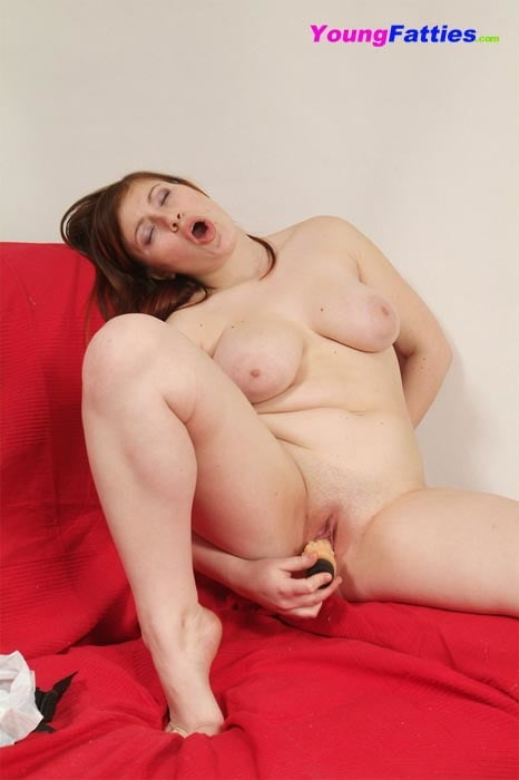 chubby-dildo-girl-getting-paid-to-eat-pussy