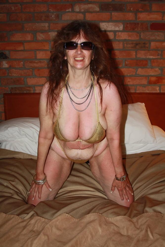 Mature women in skimpy bikinis-2423