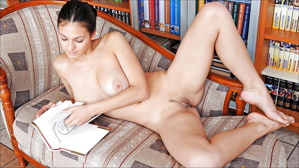 Девушка с книжкой порно фото дня