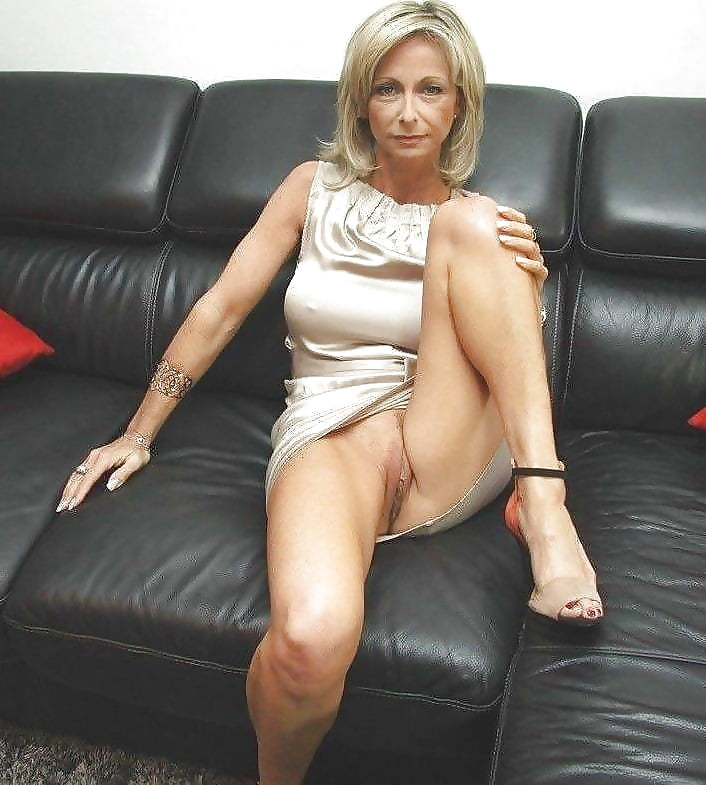 the-sexy-naked-milf-tease