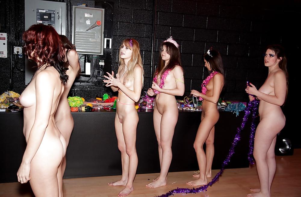 Голые девушки на конкурсах