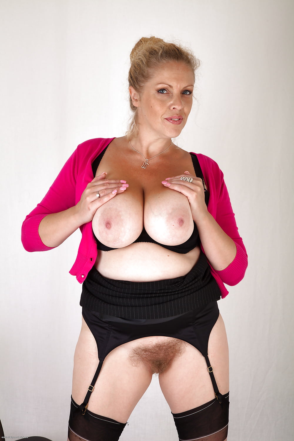 Busty mature free pictures — pic 12